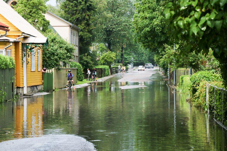 Kuigi nädalavahetuse vihmadest tulnud hetkelised üleujutused jätsid mulje suurtest veehulkadest, siis ilmateenistuse andmeil rekordid siiski ei purunenud. Täis ei tulnud isegi kuunorm. Ilmateenistuse andmeil on Kuressaare sademete kuunorm 58 mm. […]