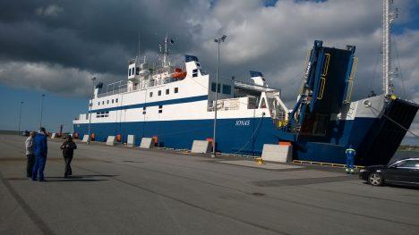 KAPRIISNE TÖÖLOOM: Aasta tagasi Kuivastu-Virtsu liinile toodud parvlaev Ionas on rikete tõttu üsna sageli kai ääres pidanud seisma. MARGUS MULD