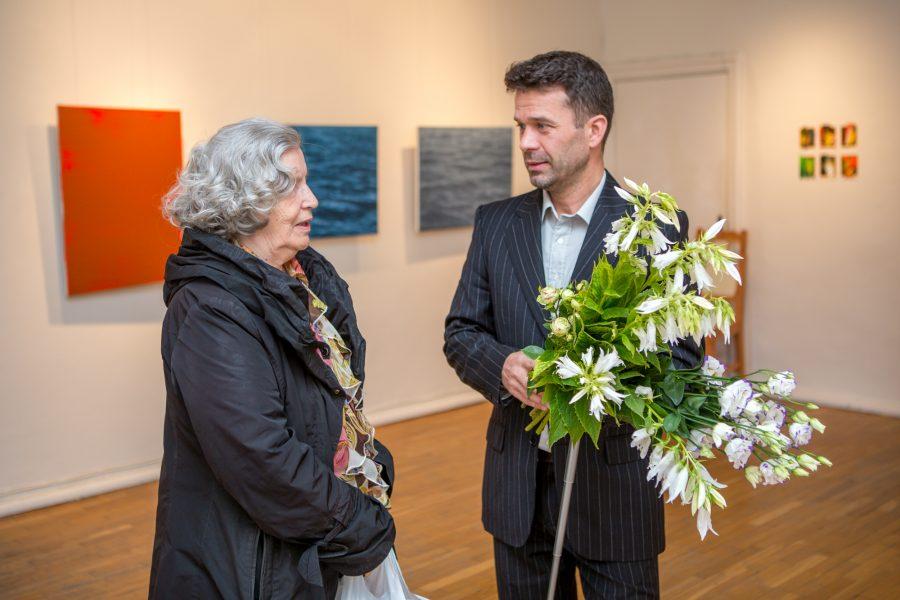 """Raegaleriis on avatud Saaremaal sündinud ja kasvanud, ent loomehoovustest kodusaarelt ja -maalt eemale kantud maali- ja ehtekunstniku Ivar Kaasiku maalinäitus """"Terra incognito. Terra marique"""". Näitusele on üles pandud nii õli- […]"""