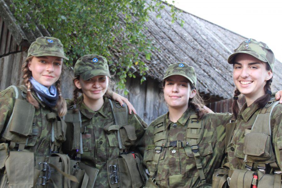 VÕIDUKAD: Vasakult Helina Turja, Karl-Eik Rebane, Liisi Preedin ja Kaja Ivanov. 16. juulil toimus kümnendat korda Kübassaare retk – luuregruppide patrullvõistlus, kus võisteldakse militaarse alatooniga ülesannete lahendamises. Traditsiooniliselt korraldab […]