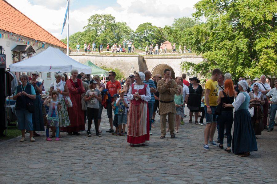 Nädalavahetusel toimusid taaskord Kuressaare lossi päevad, mis pakkusid sel aastal külastajatele tõelisi vaatajaelamusi. Kolme päeva jooksul võis näha nii keskaegseid tantse, muistsete rüütlite jõukatsumisi kui ka Põhjasõja näidislahingut. Laupäeval toimunud […]