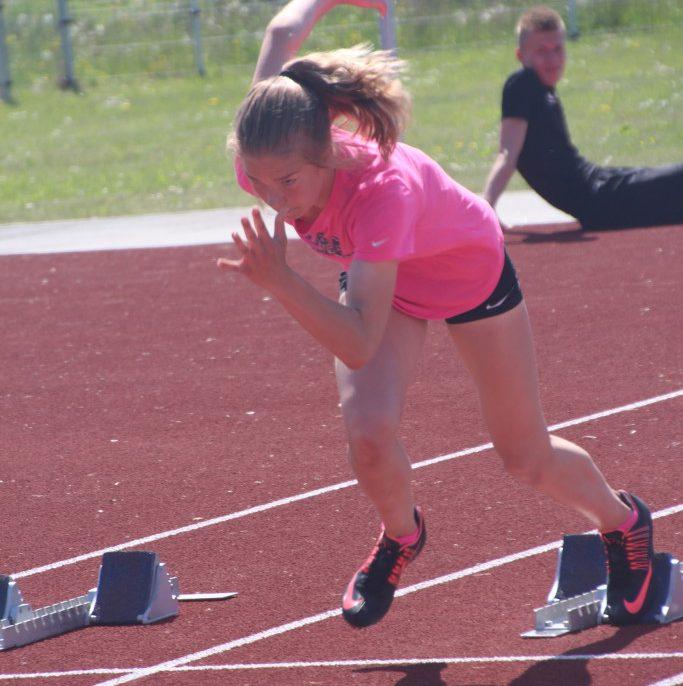 Rakveres toimunud B-, A-, juunioride- ja noorsoo vanuseklasside Eesti kergejõustikumeistrivõistlustel püstitas Marilis Remmel 100 m tõkkejooksus 14,53-ga tüdrukute B-klassi Eesti rekordi, ületades senise 24 aastat püsinud parima tulemuse. Rakveres valitsesid […]