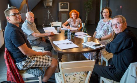 LUGEMISPROOV: Urmas Lennuk, Raivo Trass, Lee Trei, Piret Rauk ja Arvi Mägi alustavad tööd lavastusega MAANUS MASING
