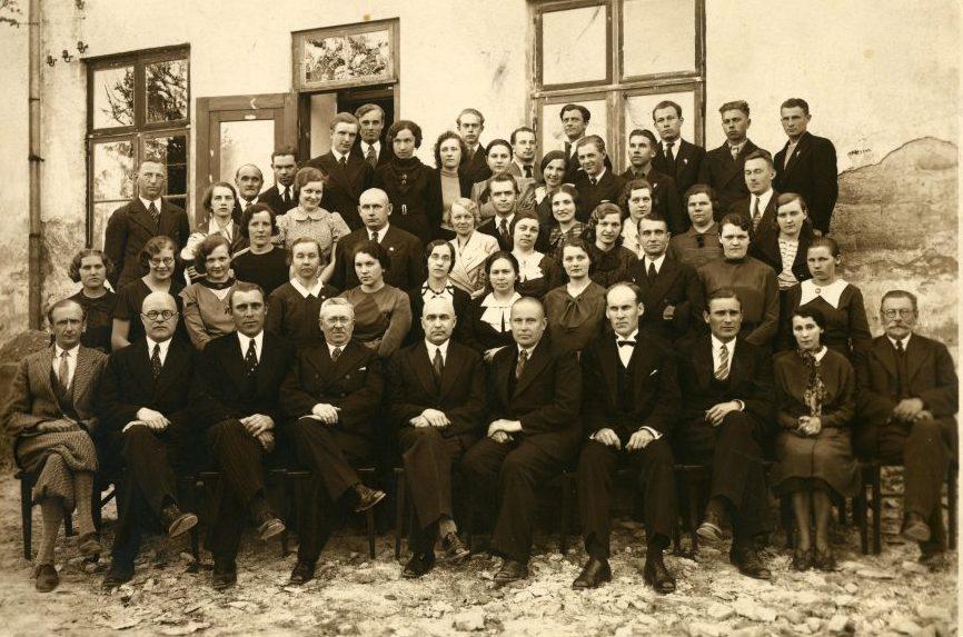 1936. aasta juulikuu viimasel nädalavahetusel oli terve linn piduriides, tähistati Kuressaare Eesti Seltsi suurt juubelit. 1886. aastal loodud Kuressaare Eesti Seltsi (KES) 50. aastapäeva tähistati linnas suurelt 25.–26. juulil. Kahe […]
