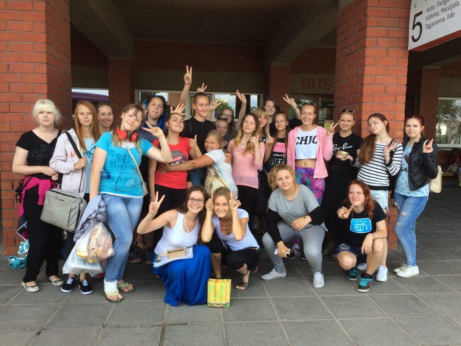 """25.–29. juulil said Kuressaares kokku Saaremaa ja Narva noored. Tegu oli Kuressaare noorte huvikeskuse ja MTÜ VitaTiim noortekohtumise projektiga """"Sinasõbraks loomadega"""". Selle käigus otsiti vastuseid loomapidamiskultuuriga seonduvatele küsimustele. Viis päeva […]"""