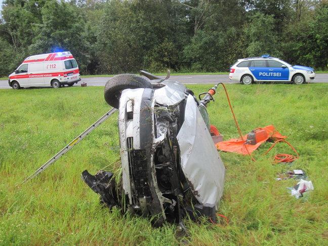 Täna kell 6.59 sai häirekeskus teate, et Valjala vallas Masa-Laimjala-Tumala maantee 8. kilomeetril on sõiduauto teelt välja sõitnud. Esialgsetel andmetel oli sõiduauto Toyota juht, 56-aastane mees, liikunud Laimjala poole, kui […]