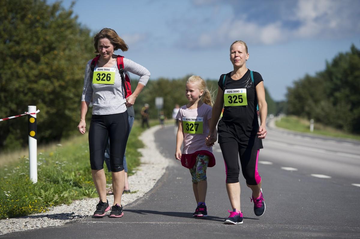 Muhus peeti laupäeval 14.Muhu jooks. Joosti 17,2 km distantsil Kuivastust Nautsesse ning 6,3 km distantsil Liivalt Nautsesse. Pikema jooksu võitis Mairo Mändla ja lühema Alari Hiis. Naistest olid kiiremad vastavalt […]