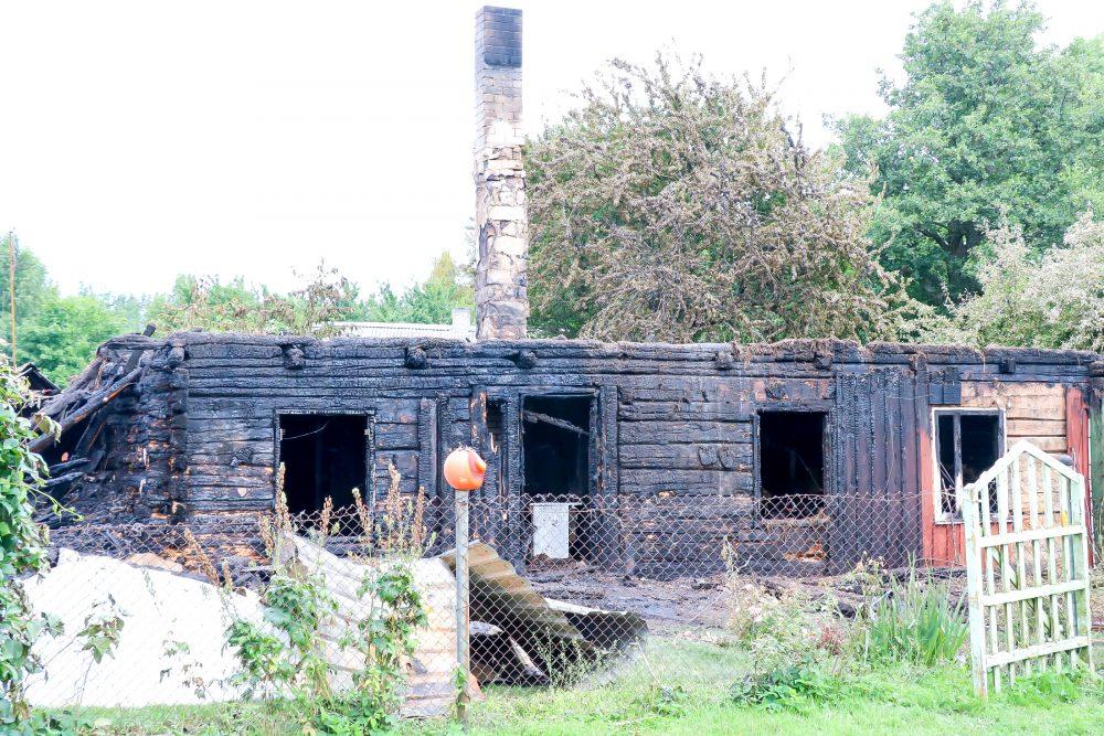 Häirekeskus sai 6. augustil kell 3.46 teate, et Saaremaal Pahapilli külas põleb elumaja lausleegiga. Kohale sõitnud päästekomandode päästjad alustasid koheselt tule kustutamisega. Põles hoone 15×8 m, inimesed said majast ise […]