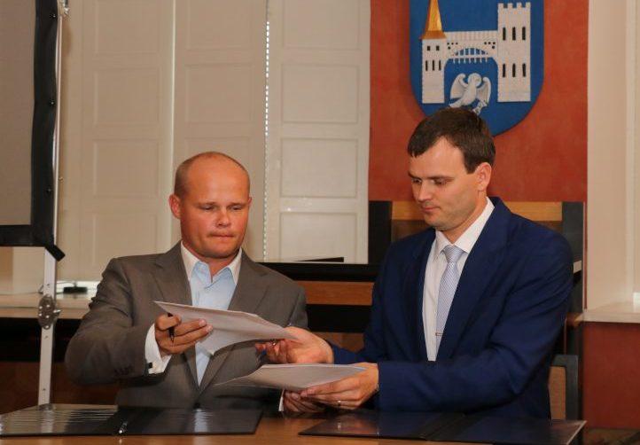Kuressaare linnavalitsus sõlmis eile lepingu firmaga Envoice, kes hakkab linnale pakkuma uudset dokumentide menetlemise lahendust. Linn osaleb koostöös kliendi, konsulteerija ja testija rollis, andes tagasisidet, kuidas avaliku sektori raamatupidamist efektiivsemalt […]