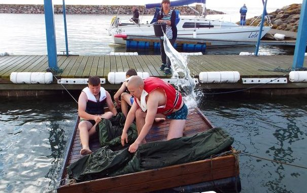 Samaaegselt Kuressaare merepäevadega toimus Saaremaal vabariiklik noorte kotkaste merelaager, kus osalesid lisaks saare poistele ka noormehed teistest malevatest. Taoline merelaager noortele viidi Kaitseliidus läbi esmakordselt. Seetõttu oli ka sümboolne selle […]