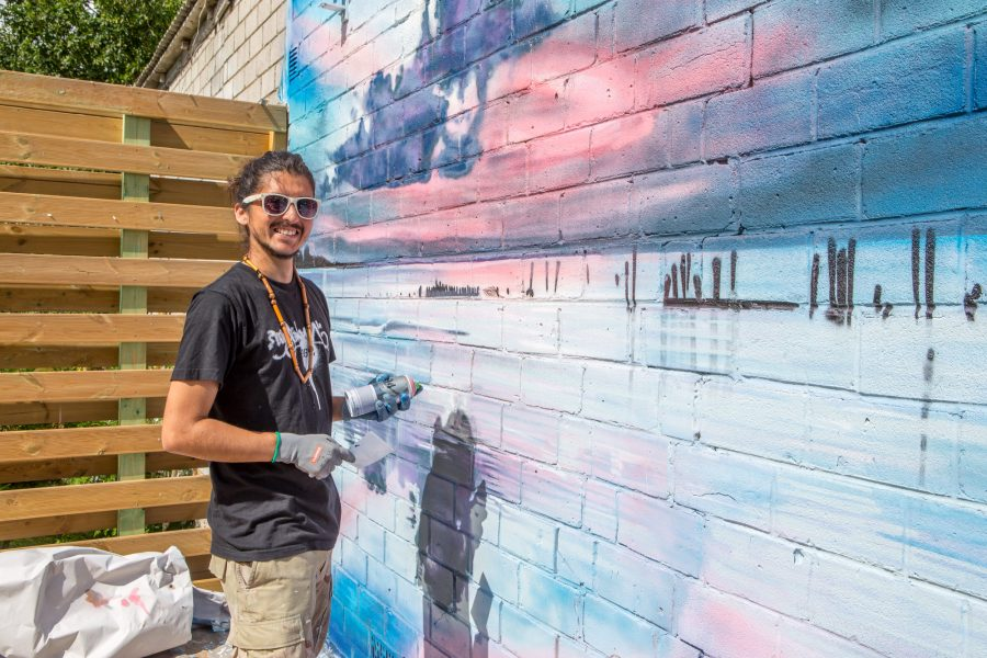 Kuressaares Tolli tänaval asuva restoran Maisi seintele on ilmunud omapärased seinamaalingud, mille autor on saarlannaga abielus olev Tšiilist pärit kunstnik Izak Walter Mora. Maisi restorani üks omanikest Adam Tamjärv rääkis, […]