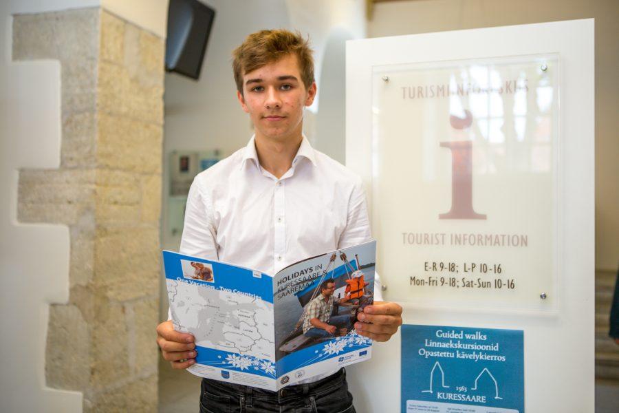 Eile oli Kuressaare turismiinfokeskuses teist päeva praktikal Toomas Hanso (fotol), kes elab ja õpib Inglismaal. Toomas Hanso ütles Saarte Häälele, et soovis paar nädalat töötada kohas, kus ta saaks eesti […]