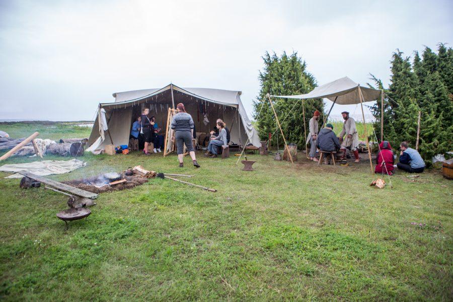 Salme viikingituru korraldajad otsustavad üritusega jätkamise kuu aja jooksul, kuid esmase emotsiooni põhjal ei näe nad põhjust, miks ei võiks ajastutruu käsitööturg Salmel iga-aastaseks traditsiooniks kujuneda. Juhan-Mart Salumäe viikingituru korraldustoimkonnast […]