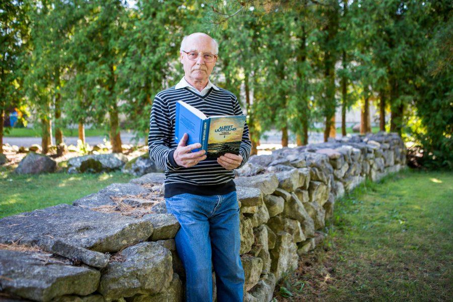 Pool sajandit tagasi Saaremaale sundmääratud Tartumaa mees Tõnis Viira on läbi lugenud enamiku siinse rannarahva romaaniklassikast. Emajõe äärest Kastre külast pärit 76-aastase Tõnis Viira lugemislaualt on aastate jooksul läbi käinud […]