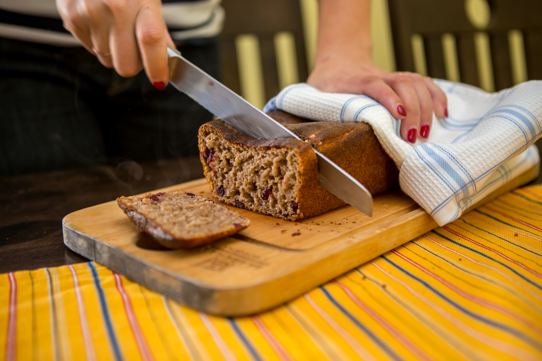 Kahe aasta eest alguse saanud ja kohe soojalt vastu võetud Saarte Hääle koduleivakonkursil selgitati tänavu kaks võitjat – traditsioonilise ja maitseleiva kategoorias. Saaremaa parima traditsioonilise leiva küpsetas tänavu Maile Selberg, […]