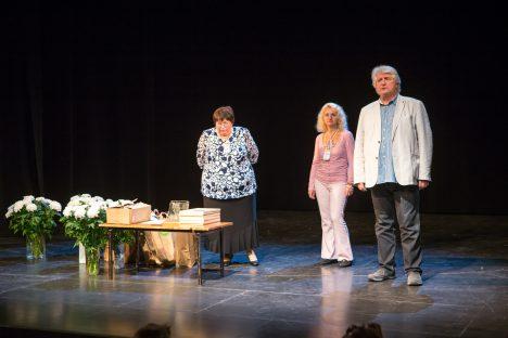 LÕPETAMISEL: Nijole Kärner, Neda Neždana (kodanikunimega Nadežda Mirošnitšenko) ja Eduard Toman jäid truppidega rahule.  Foto: MAANUS MASING