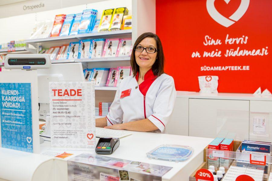 """Hea apteeker on hooliv abiline tervenemise teel. Just selline inimene on oodatud proviisoriks või farmatseudiks Saare Selveris tegutsevasse Südameapteeki. """"Meie perega ühinema on oodatud inimene, kes teeb oma tööd südamega […]"""