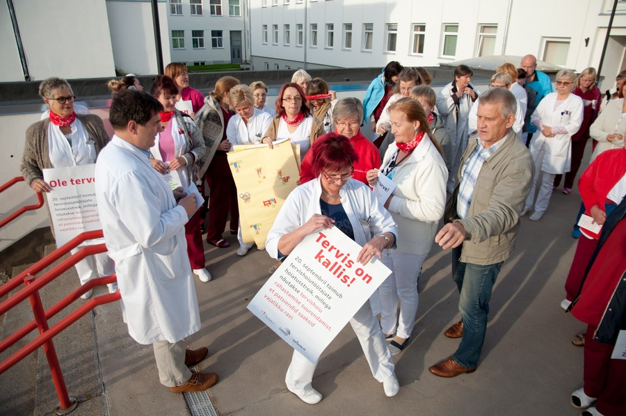 Kuressaare haiglas toimus sarnaselt kogu Eestile tunniajane hoiatusstreik, et juhtida tähelepanu terivshoiusüsteemi rahavajadusele. Fotod Raul Vinni