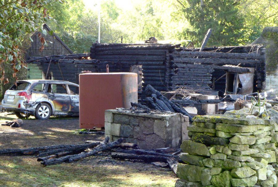 Täna öösel kell 00.50 sai häirekeskus teate tulekahjust Muhu vallas Kallaste külas. Teataja sõnul põles elumaja lahtise leegiga ning majas võis olla ka inimesi. Päästjate saabudes põles rookatusega talumaja lausleegiga […]