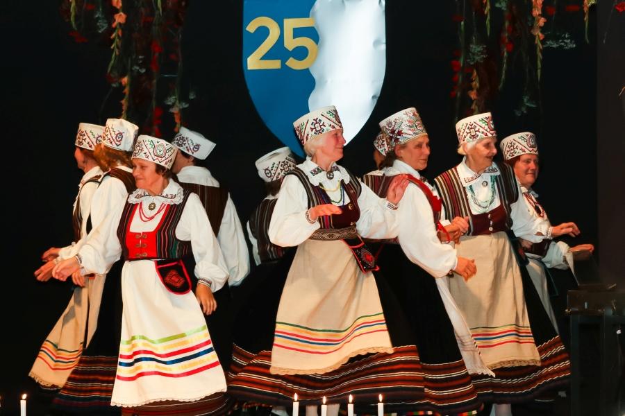 Laimjala rahvamajas toimus reede õhtul valla 25. sünnipäeva puhul pidulik kontsert-aktus. Fotod: Irina Mägi