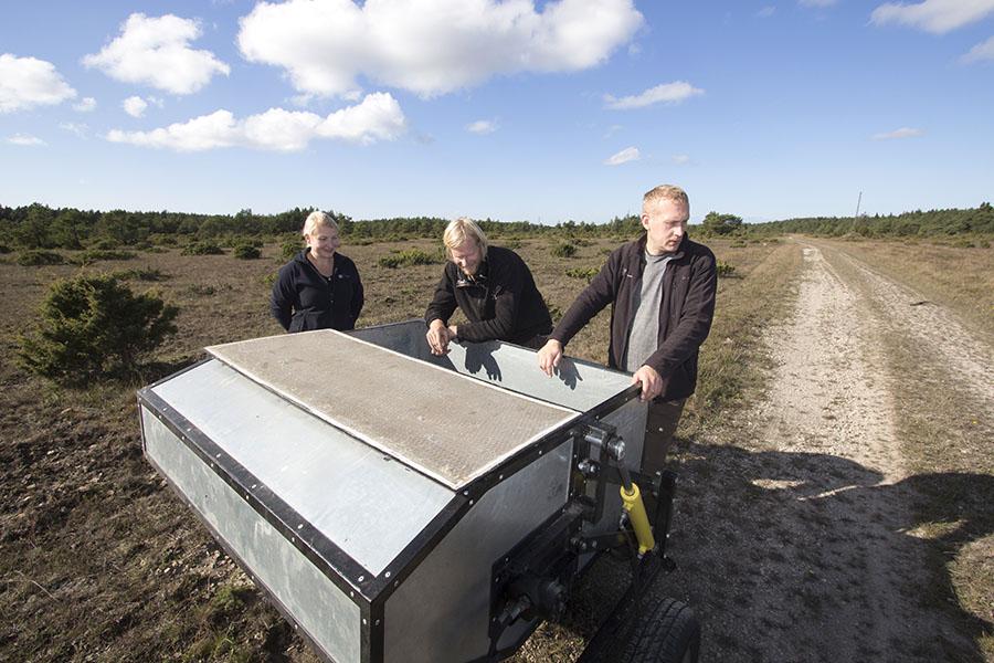 """MTÜ Elurikas Eesti tutvustas möödunud nädalal Saaremaal esmakordselt masinat, mis võimaldab seemneid koguda looduslikelt niitudelt. Omavalmistatud seemnekoguja esitluse korraldas Kõruse külas asuval loopealsel pärandkoosluste taastamise projekti """"Life to alvars"""" projektijuht […]"""