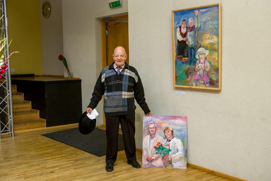 """Kuressaare kultuurikeskuses avati eile õhtul Ants Varese maalinäitus """"Ilus maainimene"""". Maaelu pärast südant valutav kunstnik Vares ütles, et näituse pikem pealkiri võiks kõlada """"Ilus maainimene, armas koduleib"""". Vares leiab nimelt, […]"""