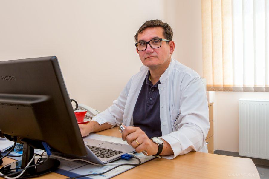 """Kuressaare haiglas töötava neuroloogi, Ida-Tallinna keskhaigla neuroloogiakeskuse juhataja Toomas Toomsoo sõnul ei ole seljavalud enamasti neuroloogiline probleem. """"Inimestel on nõukogude ajast jäänud arusaam, et seljavalu on põhjus neuroloogi poole pöördumiseks, […]"""