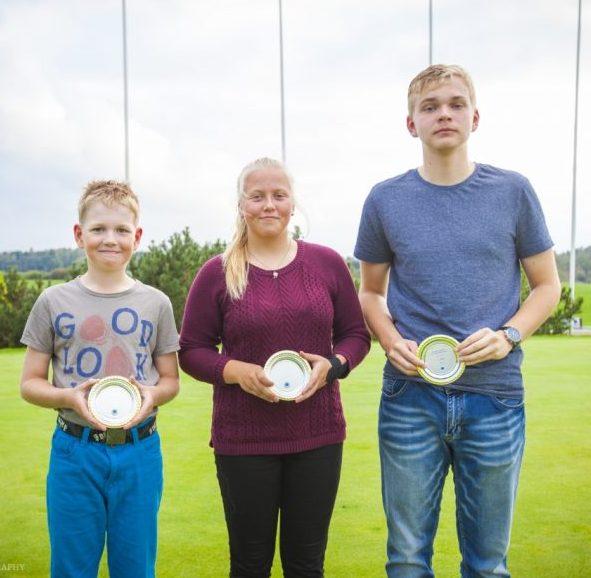 Esimest korda Saaremaa golfiklubi tegutsemise ajaloos võtsid nädalavahetusel Niitvälja golfikeskuses toimunud Eesti klubidevahelistest meistrivõistlustest võistkonnana osa ka juuniorid (ühine klass U18), saavutades oma klassis auhinnalise kolmanda koha. Võistkonda kuulusid Karola […]