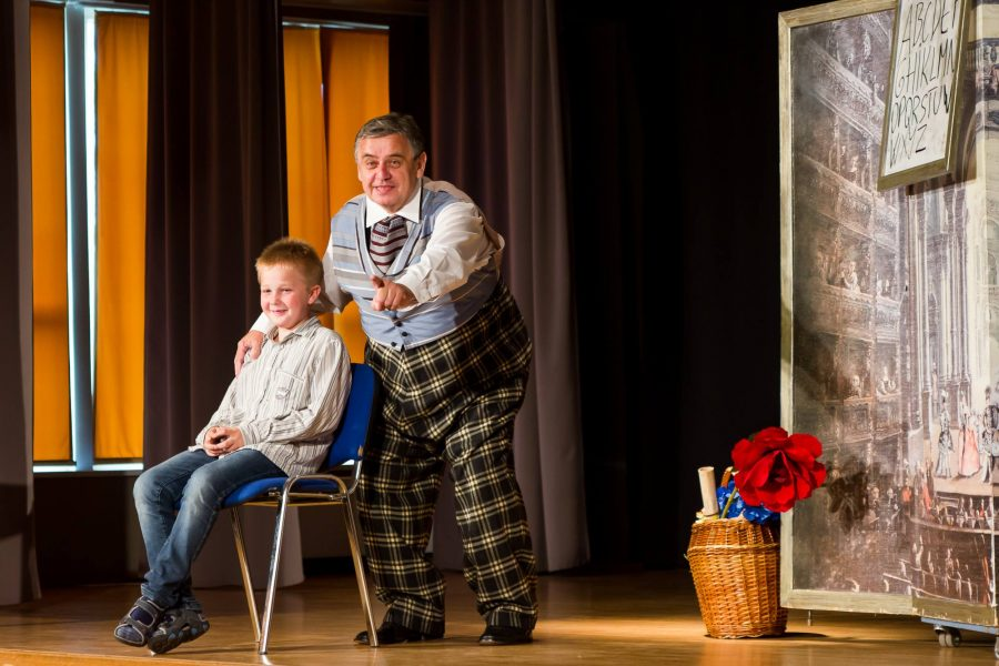 """Kuressaare gümnaasiumis said õpilased eile osa Vanemuise teatri muusikatunnist """"Appi, ooper!? I"""", kus õpetajateks olid Vanemuise ooperisolistid Merle Jalakas ja Jaan Willem Sibul. Tunnis räägiti, mida ooper endast kujutab ja […]"""