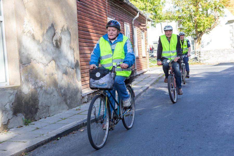 Liiklusõpetus vajaks kogukonnas pidevalt meeldetuletamist. Politsei sõnul rikuvad näiteks jalgratturid tihti liiklusreegleid. Peamiselt teadmatusest.  Kuressaare päevakeskusse kogunenud kuulajad said osa tunnist, mis tuleks kasuks igale liiklejale. Liiklusteadmiste ja -kultuuri […]