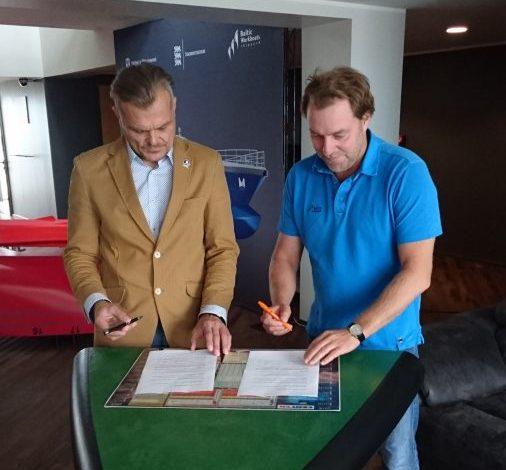 Baltic Workboats toetab viie aasta jooksul noorte purjetamist 100000 euroga. MTÜ Saaremaa Merispordi Selts (SMS) kommodoor Margus Männik ja AS-i Baltic Workboats (BWB) juhatuse liige Margus Vanaselja kirjutasid eile alla […]