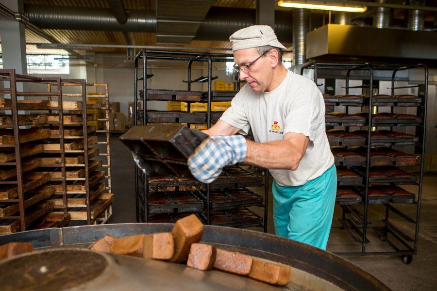 Vanemad inimesed mäletavad, mil Kuressaare Leivakombinaadis küpsetatud Borodino leib ja Varmas pruulitud Saaremaa õlu aitasid saarlastel leida juurdepääsutee nii Tallinnas kui mujalgi defitsiitsele kaubale, fondidele, teatrietendustele, lennu- ja rongipiletitele. Kuressaare […]