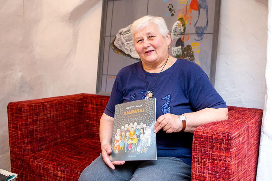 """Krista Aavikul ilmus hiljuti uus laulu- ja luuleraamat """"Ajaratas"""", mis on tal juba neljas. 1963. aastal Saaremaale tööle tulnud Krista Aavik on aastaid muusikat õpetanud Saaremaa lasteaedades ja samuti Sõmera […]"""