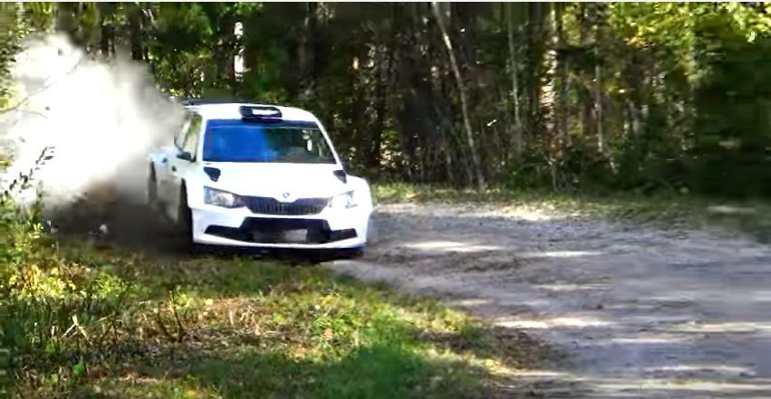Omanimelise rallimeediagrupi kaameramees Sander Nurm võttis üles Saaremaa ralli kolmapäevase testimise ning panikokku põgusa ülevaate sellest, kuidas sõitjad uhkelt kurve võtsid. Video: Sander Nurm RallyMedia