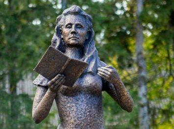 Debora Vaarandi 100. sünniaastapäeva tähistamine kulmineerus Laimjala mõisa esisel platsil poetessi mälestuskuju avamisega.  Päevast, mil Debora Vaarandi pere Laimjalast pealinna kolis, on möödunud mitmeid aastakümneid. Paljugi on sellest ajast […]