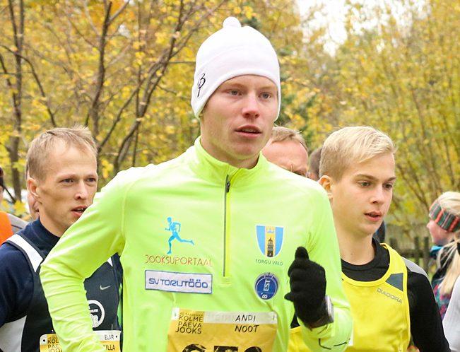Tänavuse Kolme Päeva Jooksu võiduga sai Andi Noot esimeseks saarlaseks, kes on sellel 43 aasta pikkuse traditsiooniga võistlusel triumfeerinud maratonidistantsil. Aastatel 1974–1978 oli küll võitja nüüdne peakorraldaja Tõnu Vaher, kuid […]