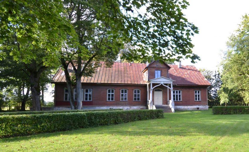 Kui üle Eesti on muinsuskaitseameti andmetel müügis umbes 50 mõisa, siis Saaremaalt on erinevatesse kinnisvaraportaalidesse üles riputatud vähemalt kuus müügikuulutust. Kõige kallimalt müüakse Saaremaal praegu renoveerimist vajavat Eikla mõisa, hinnaks […]