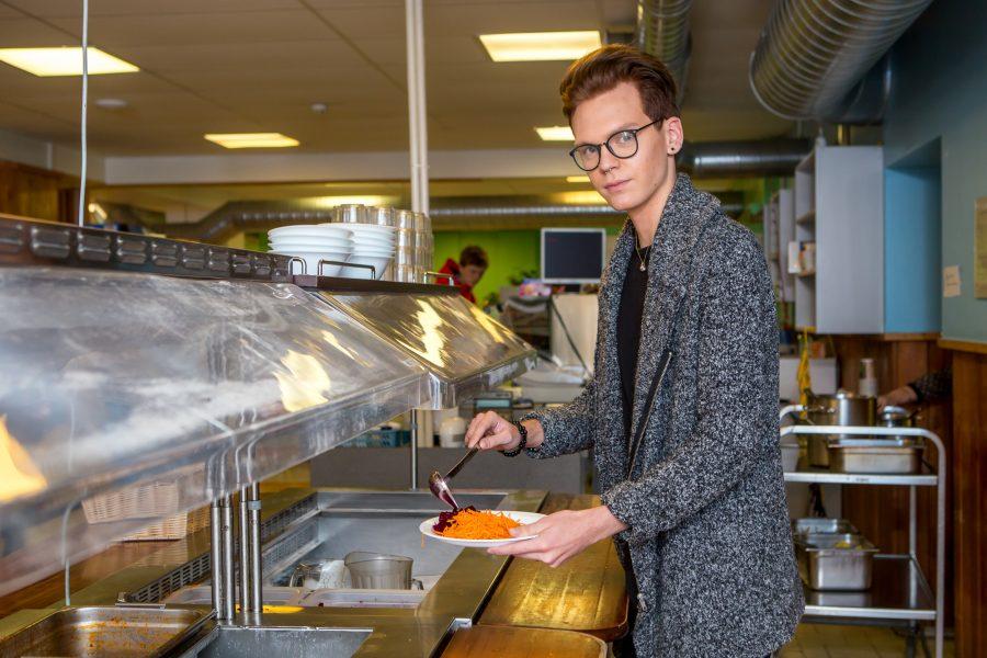 """Genert Allikmaa, Saaremaa ühisgümnaasiumi kunstnikuhingega gümnasist, on viimased pool aastat elanud vaid taimsetest saadustest. """"Olen umbes kolm aastat olnud taimetoitlane. Siis mõtlesin, et hakkan juba täielikult veganiks ning nüüd olengi […]"""
