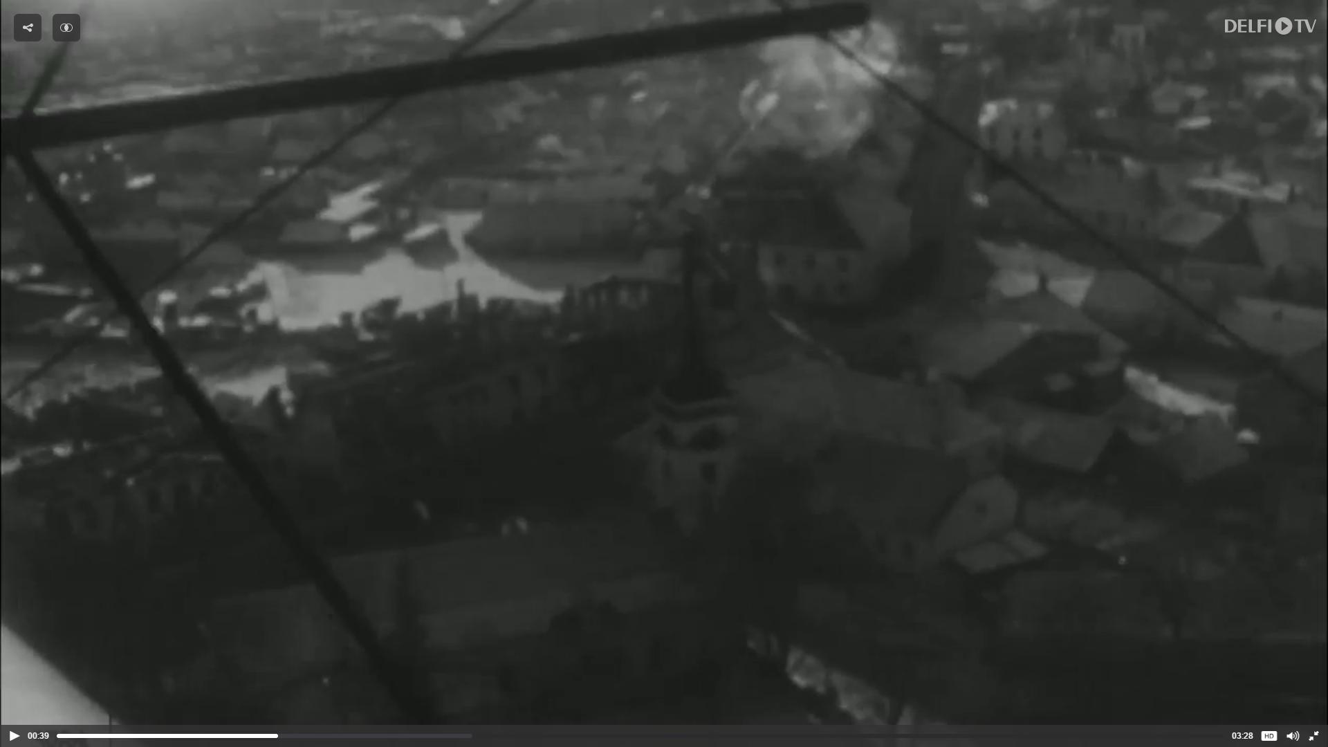 """Portaal Delfi avaldas oma EV100 projekti raames filmikaadrid, kus on näha 1944 aasta pommitamiste järgne Kuressaare ja sõjategevuse jäljed Sõrve säärel. """"Film on 1944 aastast, päevadest vahetult peale seda […]"""
