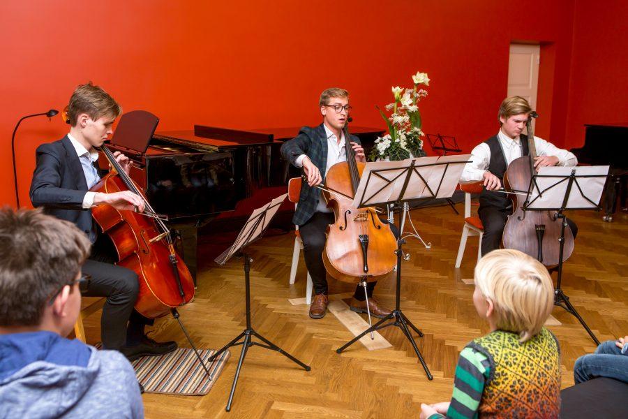 Kuressaare muusikakoolis avati eile XV Kuressaare rahvusvaheline poiste keelpillifestival. Festivali kontserte jagus nii eilsesse õhtusse kui ka tänasesse päeva. Üles astuvad noormehed ja poisid Eestist, Lätist ja Venemaalt. Kahe päeva […]