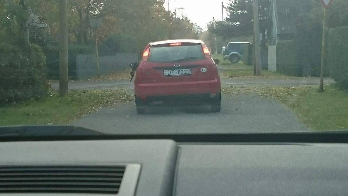Sotsiaalmeedias jagati kurjakuulutavat teadet, et Kuressaaresõidab ringi Läti numbrimärgiga auto, mille akendest inimesi püstolitaolise esemetega sihitakse. Vahejuhtumist sai teavitatud ka politsei. Täisnime mitte avaldada soovinud Juta jagas oma Facebooki kontol […]