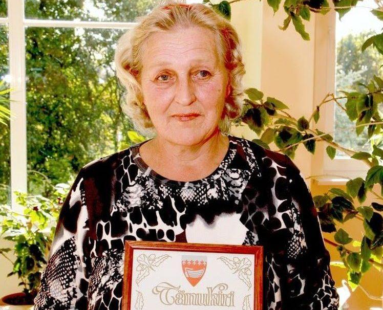 Sel teisipäeval tähistas Salme põhikooli raudvara, koolitädi Helve Aak oma 65. sünnipäeva. Et tegemist on väga pikaaegse koolitöötajaga, tunnustas vald Helvet tänukirjaga. Salme põhikooli direktor Marika Pütsep rääkis, et kuna […]