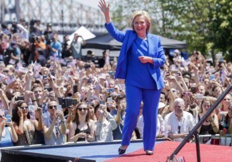NAISED ON MÄÄRAVAD: Küsitluste järgi peaks Hillary Clinton eeloleval teisipäeval toimuvad valimised napilt võitma. Tema peamine trump Donald Trumpi ees olevat oskus võita endale keskklassi naiste hääled. USATODAY.COM