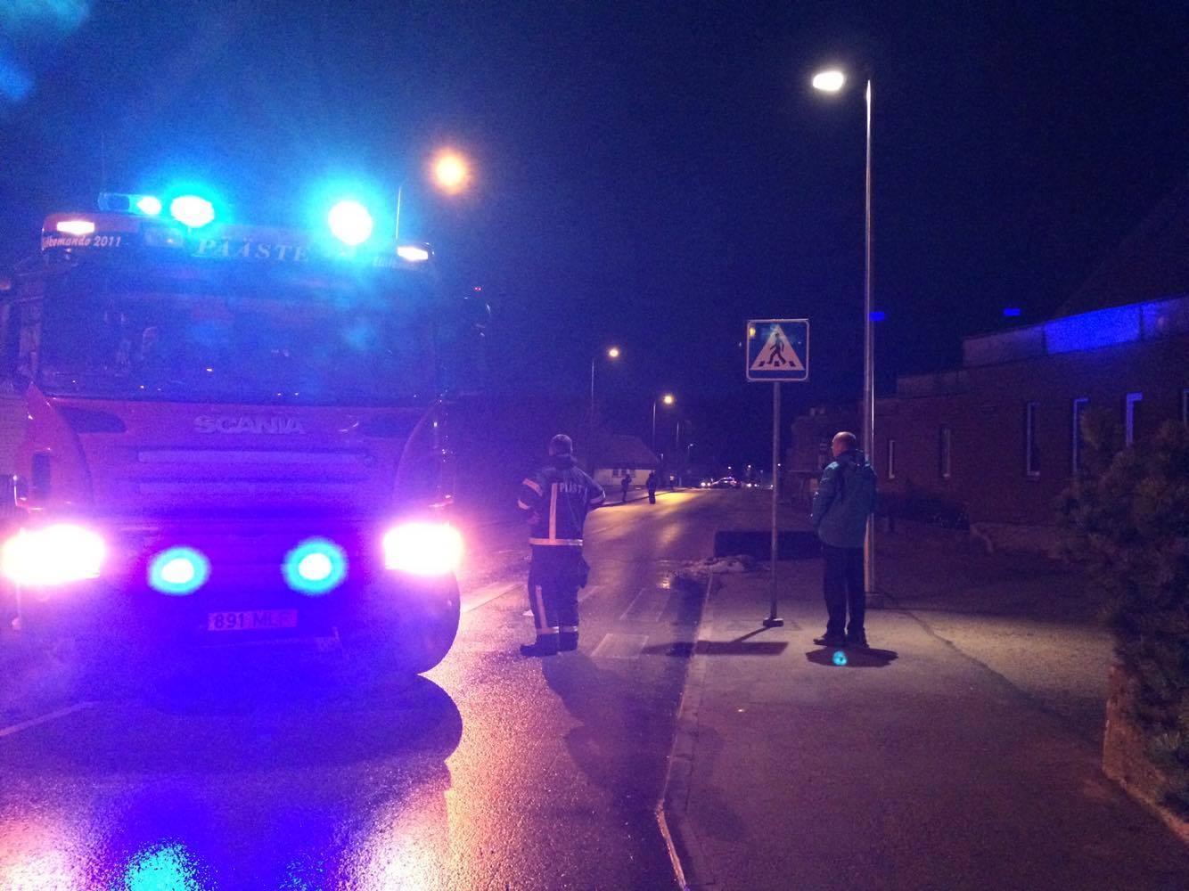 Neljapäeval kell 21.11 teatati häirekeskusele kahtlasest kohvrist Kuressaares bussijaama läheduses. Teataja sõnul oli kõnniteel vanaaegne kohver. Päästjad piirasid sündmuskohal ohuala, politsei sulges liikluseks Pihtla tee ning turvas sündmuskohta. Kohale saabunud […]