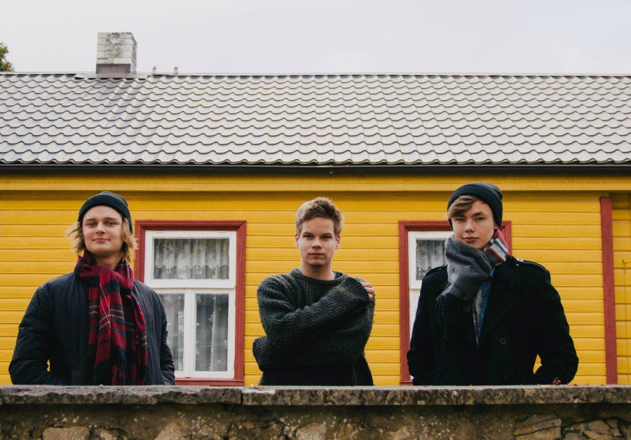 """Kuressaare bändil To'Ko oli eelmisel nädalal suurepärane võimalus esindada Eestit rahvusvahelises noorte bändide laagris, kus olid fookuses muusiku elukutse valimisega kaasnevad mured ja rõõmud. Noortevahetuse projekti Sinusoid – """"How to […]"""