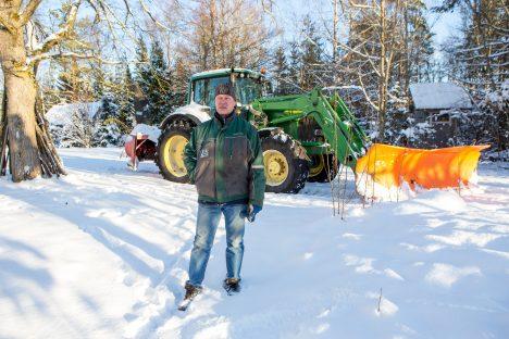 VARAJANE LUMI: Aavo Aljas ei mäleta, et lumi oleks novembri algul kunagi nii pikalt maha jäänud kui sel aastal. MAANUS MASING