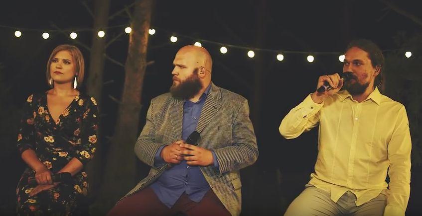 """Estonian Voices, mille koosseisu kuulub ka Saaremaalt pärit Maria Väli, avaldas laupäeval 19. novembril muusikavideo oma versioonist Curly Strings'i loole """"Kättemaks""""."""
