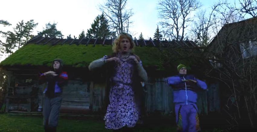 """Viidumäe kõige kuulsam elanik Reet Pull tuli välja verivärske tantsuvideoga, kus tantsib Saaremaa taluhoovis maailmakuulsa hiti järgi. Kui seni on Reet Pull """"Suures komöödiaõhtus"""" andnud mõista, et üldiselt ei tee […]"""