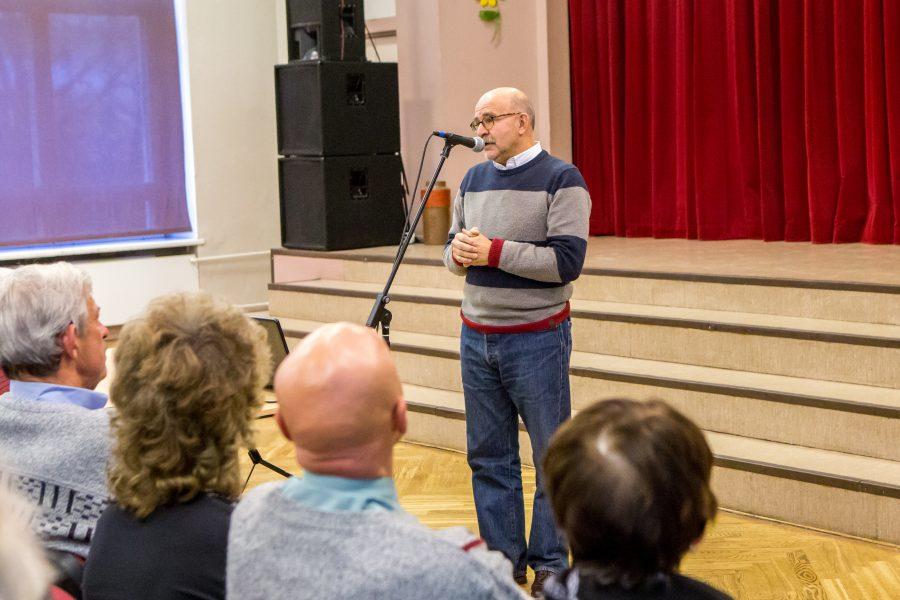 Väärikate ülikooli õppurid kogunesid eile Saaremaa ühisgümnaasiumi aulasse kuulama saare juurtega ajaloolase David Vseviovi loengut, kus oli luubi alla võetud, kuidas inimesed ajalugu mõistavad ja kas sellest ka õpivad. Professori, […]