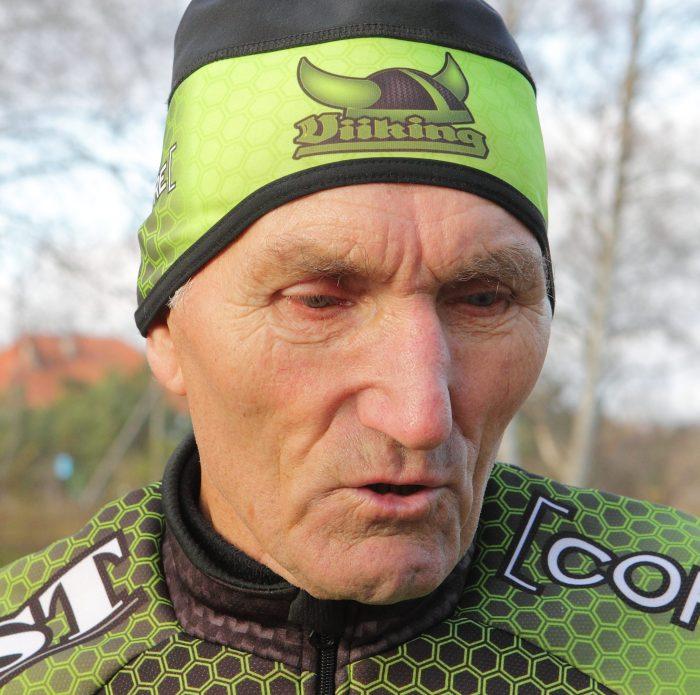 """Täna 80-aastaseks saav jalgrattaspordiveteran Ülo Arge jätab juubelipäeval treeningdressi selga panemata ja võidusõiduratta kuuri. Ohutuse mõttes ta lumistele ja libedatele teedele jalgrattaga ei kipu. """"Ilusa ilmaga kõnnin mõne kilomeetri. Tervis […]"""